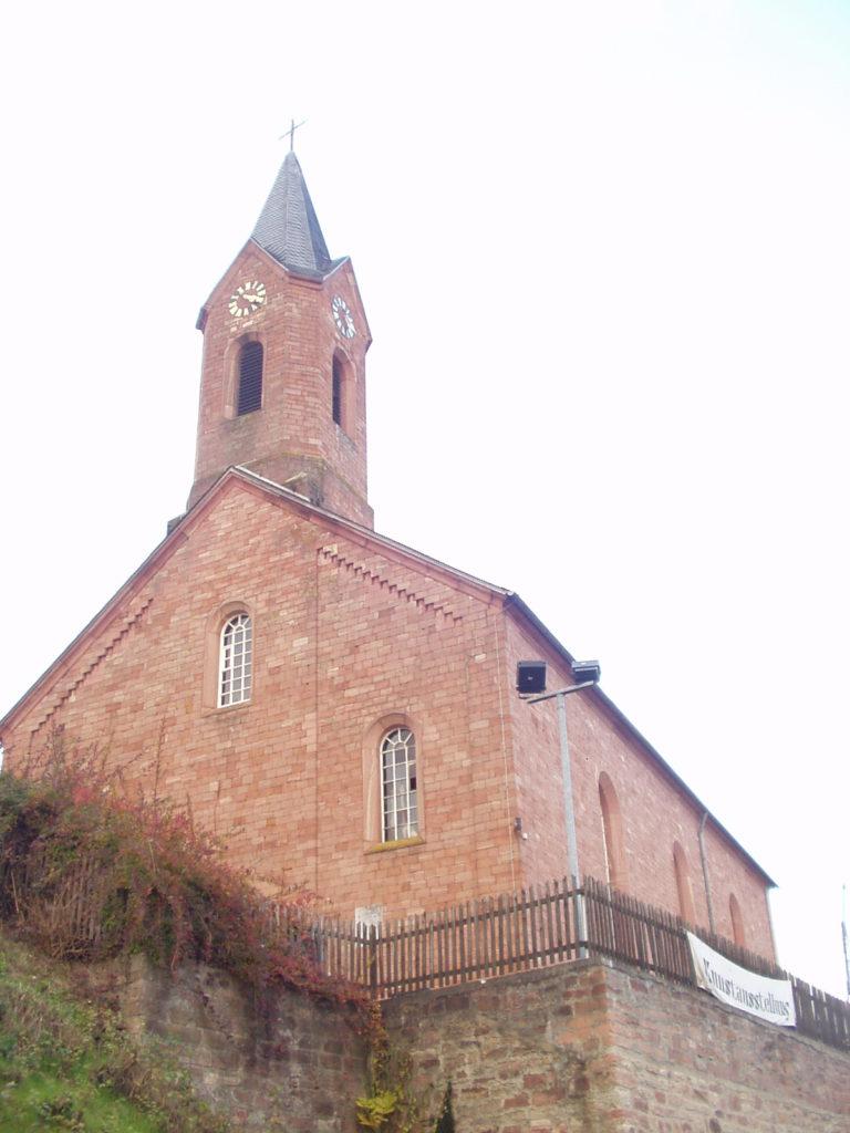 Alte Kirche in Hausen